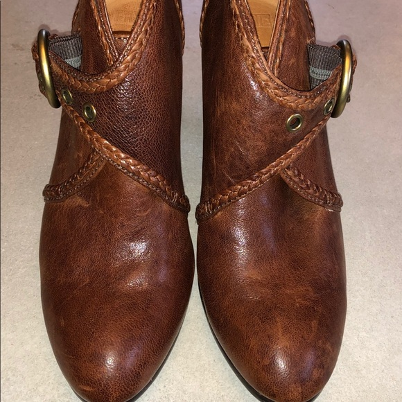 771795674fe FRYE Vicki Bootie leather boots Size 8 M